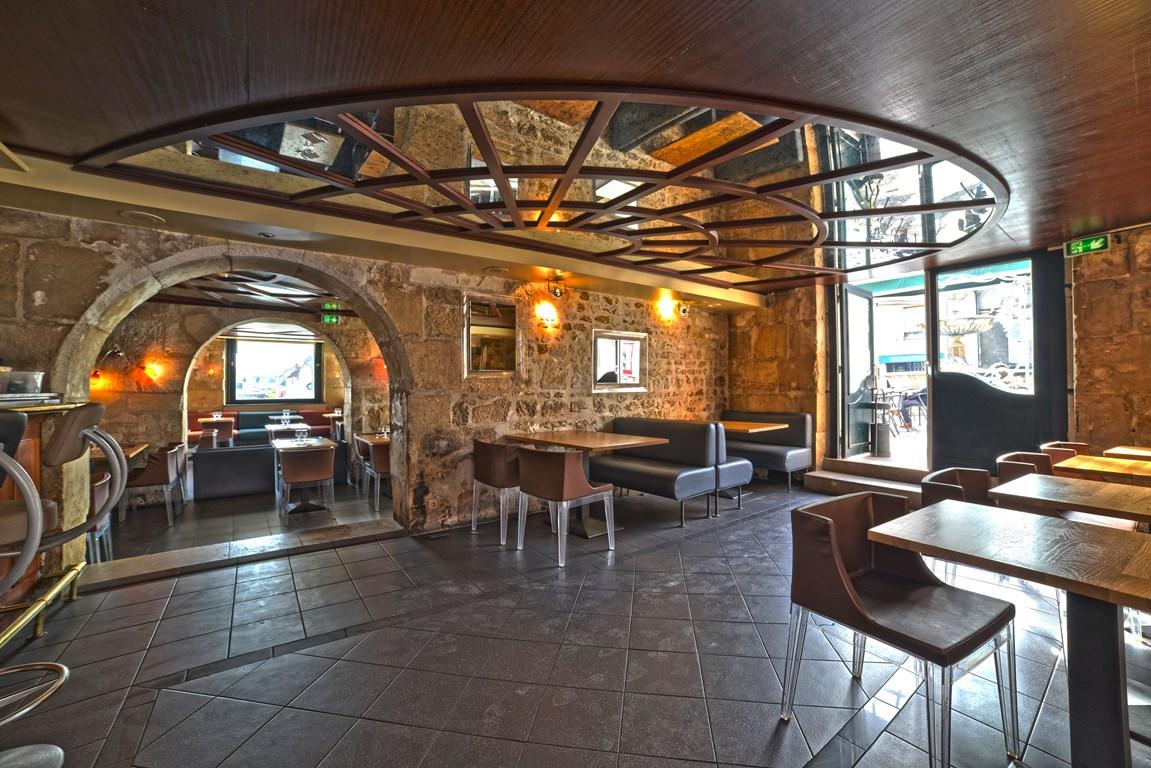 Restaurant Le Quai à Auxerre  Salle  bar et entrée