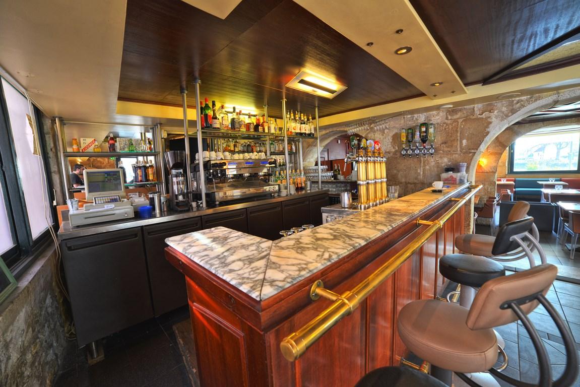 Le bar 2