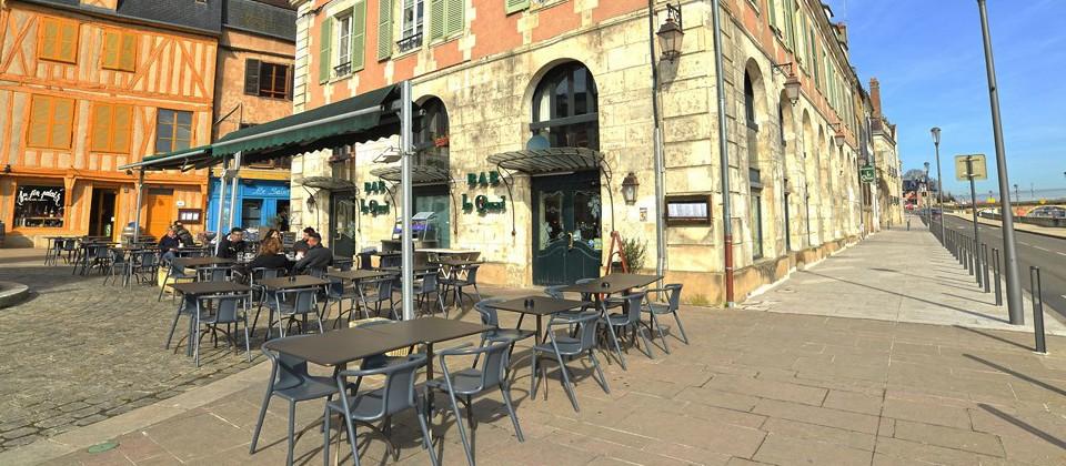 Terrasse_du_restaurant_le_quai_a_auxerre