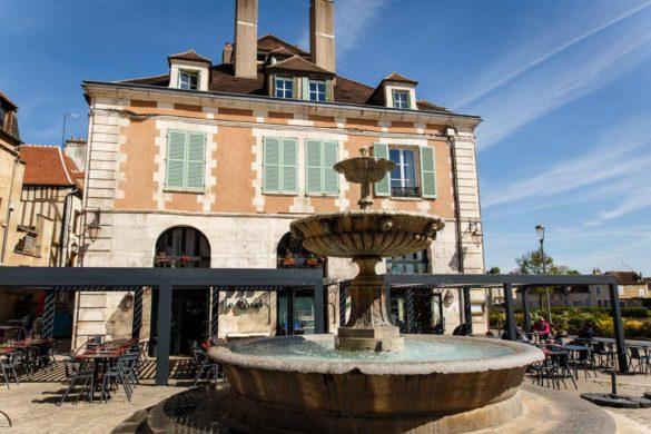 le quai place saint-nicolas